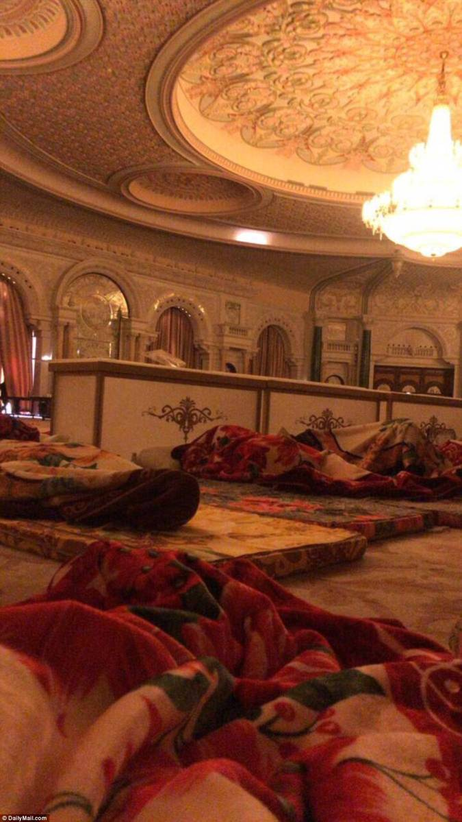 Photo & Video: Guards inside Ritz Carlton photographed on bare mattresses as VIPs detained in rooms