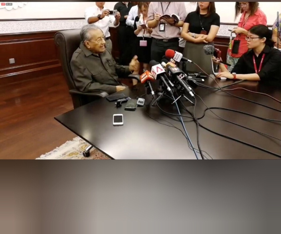 Malaysia's former Prime Minister Mahathir Mohamad speaks during a Parti Pribumi Bersatu Malaysia briefing in Kuala Lumpur, Malaysia, in this still image taken from social media video, April 6, 2018. Parti Pribumi Bersatu Malaysia /via REUTERS